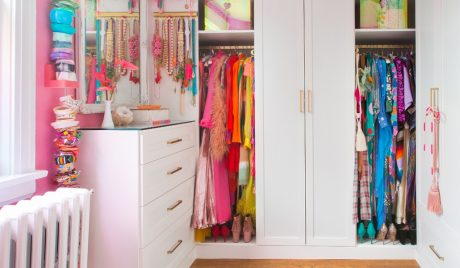Une garde-robe walk-in en couleurs coordonnées pour Tiffany Pratt